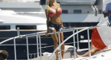 Pamela Anderson soaking up some rays (Photo: Reuters)