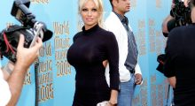 Actress Pamela Anderson arrives at the 2005 World Music Awards (Photo: Reuters)