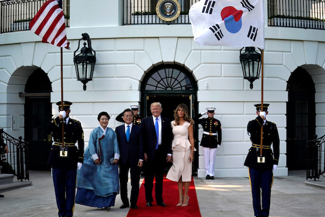 U.S. President Donald Trump and first lady Melania Trump welcome South Korean President Moon Jae-in and his wife Kim Jeong-sook to the White House in Washington, U.S., June 29, 2017. REUTERS/Carlos Barria - RTS196Y9