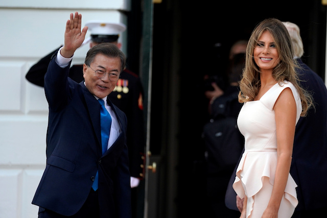 South Korean President Moon Jae-in waves next to First Lady Melania Trump as he arrives for a visit to the White House in Washington, U.S., June 29, 2017. REUTERS/Carlos Barria - RTS196ZK