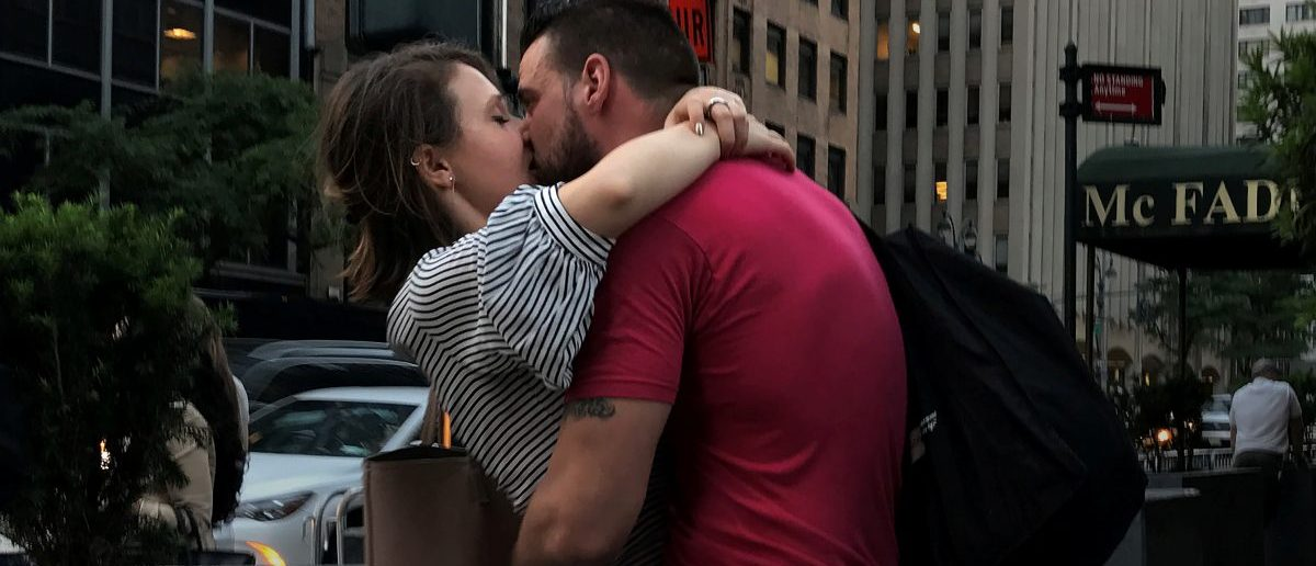 A couple kisses on a street corner in the Manhattan borough of New York City, New York, U.S. June 1, 2017.REUTERS/Carlo Allegri - RTX38MPZ