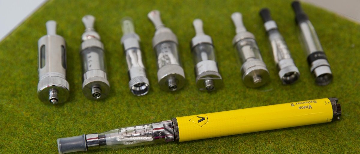Electronic cigarettes are displayed in a shop in London, Britain on August 19, 2015. REUTERS/Neil Hall/File Photo
