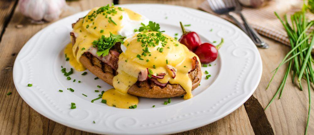 Make Eggs Benedict in your home (Photo via Shutterstock)