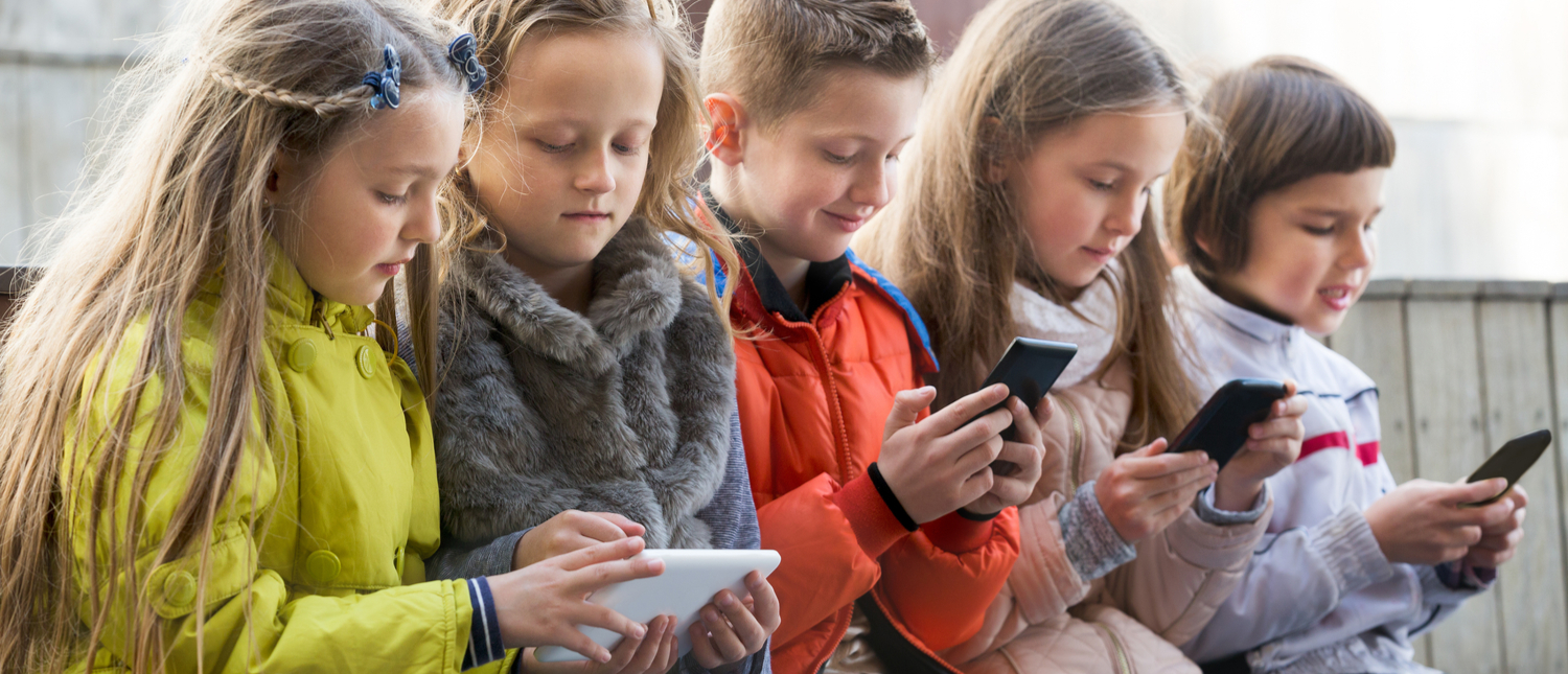 Some want retailers from selling smartphones to children (Photo: Shutterstock/Iakov Filimonov)