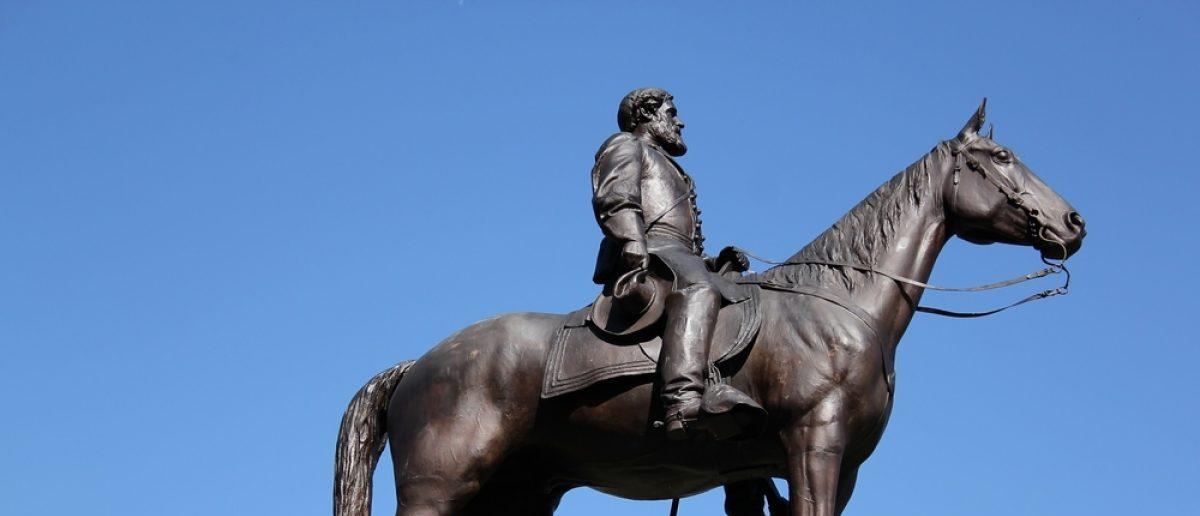 Robert E. Lee statue (Shutterstock/MGS)