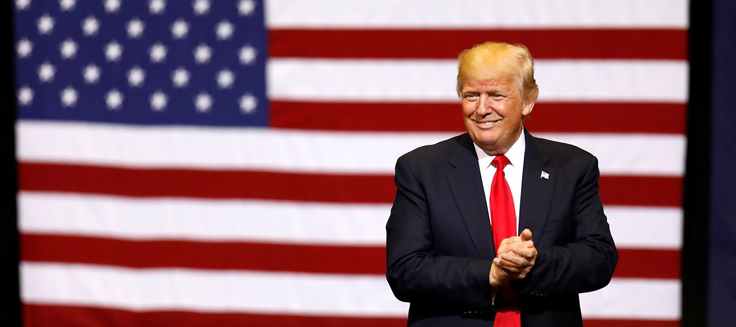 U.S. President Donald Trump takes the stage for a rally at the U.S. Cellular Center in Cedar Rapids, Iowa, U.S. June 21, 2017. PHOTO: REUTERS/Scott Morgan)