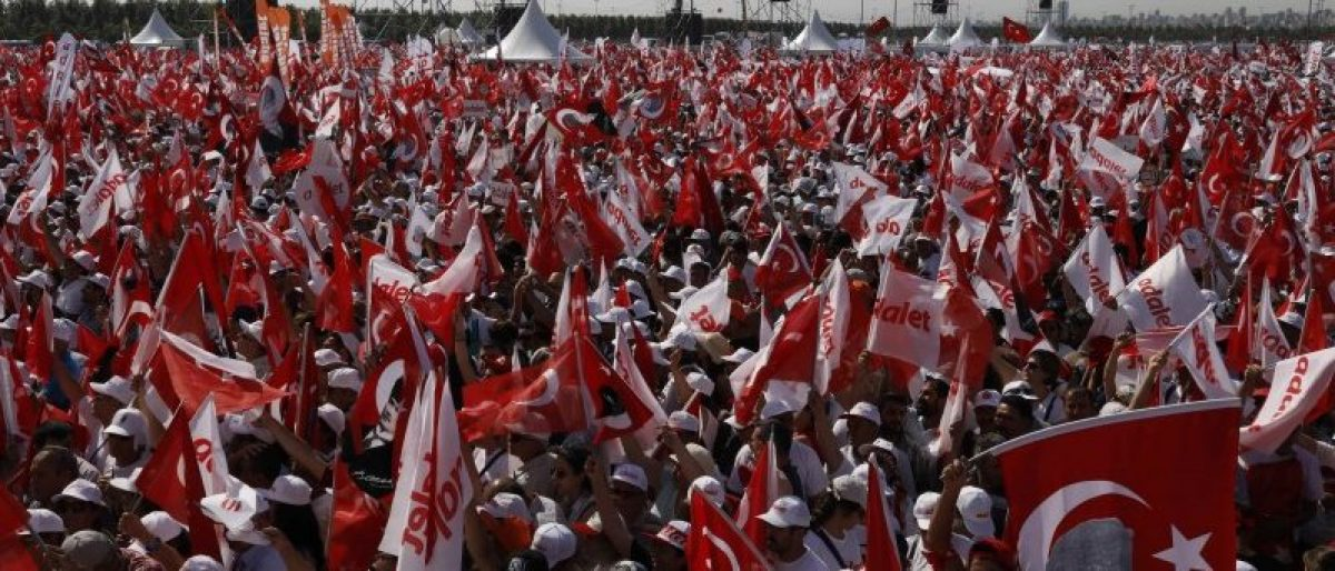 """People wave Turkish flags during a rally to mark the end of the main opposition Republican People's Party (CHP) leader Kemal Kilicdaroglu's 25-day long protest, dubbed """"Justice March"""", against the detention of the party's lawmaker Enis Berberoglu, in Istanbul, Turkey July 9, 2017. REUTERS/Umit Bektas"""