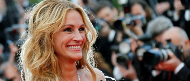 "FILE PHOTO: Cast member Julia Roberts poses on the red carpet as she arrives for the screening of the film ""Money Monster"" out of competition at the 69th Cannes Film Festival in Cannes, France. REUTERS/Regis Duvignau/File Photo"