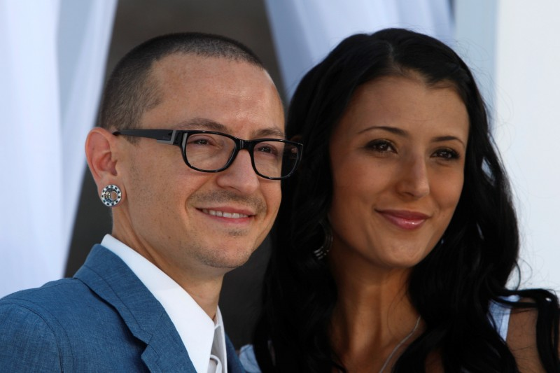 FILE PHOTO: Chester Bennington of Linkin Park and wife Talinda arrive at the 2012 Billboard Music Awards in Las Vegas, Nevada, May 20, 2012. REUTERS/Steve Marcus/File Photo