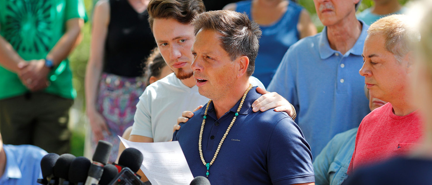 Don Damond is comforted by his son Zach Damond as he speaks to the media about his fiance, Justine Damond who was fatally shot by Minneapolis police in Minneapolis, Minnesota, U.S., July 17, 2017. (PHOTO: REUTERS/Adam Bettcher)