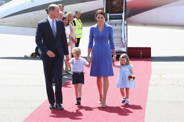 BERLIN, GERMANY - JULY 19: Prince William, Duke of Cambridge, Catherine, Duchess of Cambridge, Prince George of Cambridge and Princess Charlotte of Cambridge arrive at Berlin Tegel Airport during an official visit to Poland and Germany on July 19, 2017 in Berlin, Germany. (Photo by Chris Jackson/Getty Images)