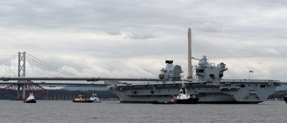 The British aircraft carrier HMS Queen Elizabeth prepares for its maiden voyage after leaving its berth, in Rosyth, Scotland, Britain June 26, 2017. REUTERS/Russell Cheyne - RTS18PID