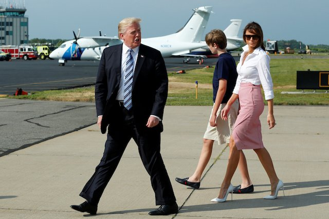U.S. President Donald Trump with First Lady Melania Trump and their son Barron arrive at Morristown municipal airport, New Jersey, U.S., to spend a weekend at the Trump National Golf Club in Bedminster, New Jersey, June 30, 2017. REUTERS/Yuri Gripas - RTS19BOF