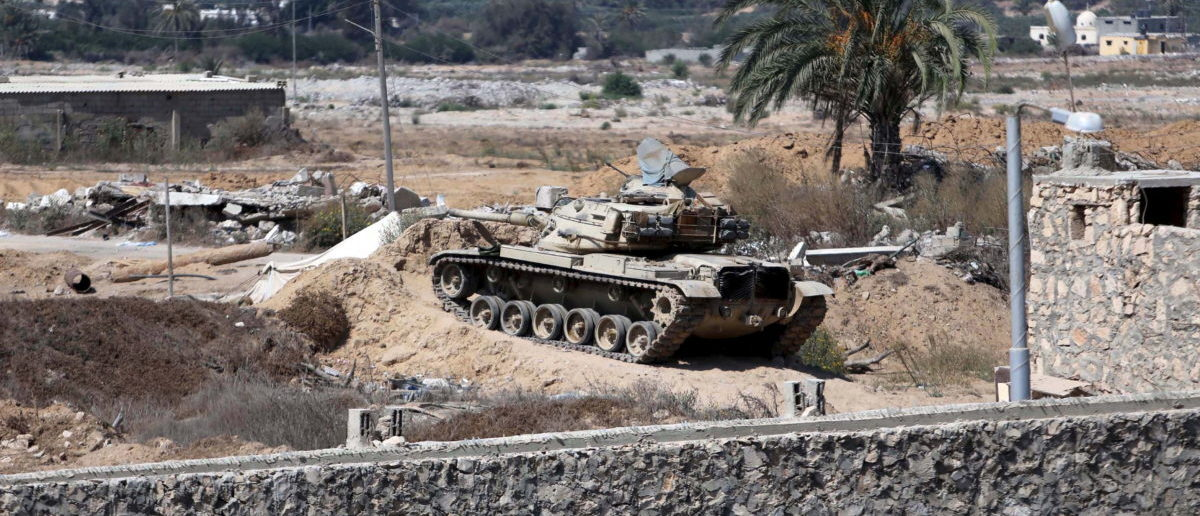 An Egyptian tank is seen from the border of southern Gaza Strip with Egypt September 18, 2015. According to Palestinian witnesses, Egyptian forces pumped water from the Mediterranean Sea through pipes to destroy smuggling tunnels dug beneath the Gaza-Egypt border. REUTERS/Ibraheem Abu Mustafa - RTS1QVF