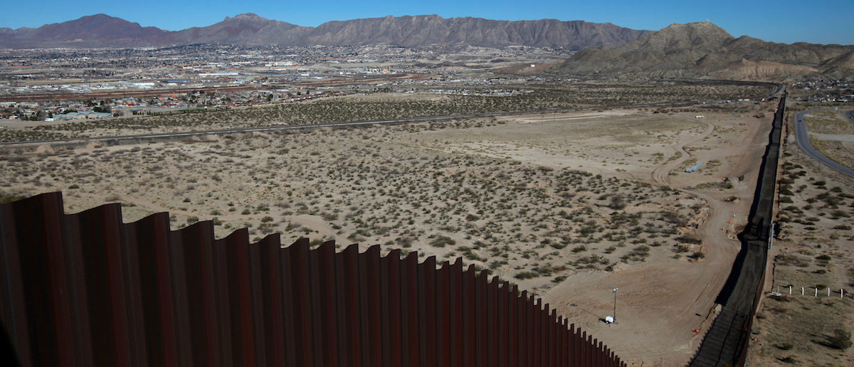 A general view shows a newly built section of the U.S.-Mexico border fence at Sunland Park, U.S. opposite the Mexican border city of Ciudad Juarez, Mexico January 26, 2017. REUTERS/Jose Luis Gonzalez - RTSXKEX