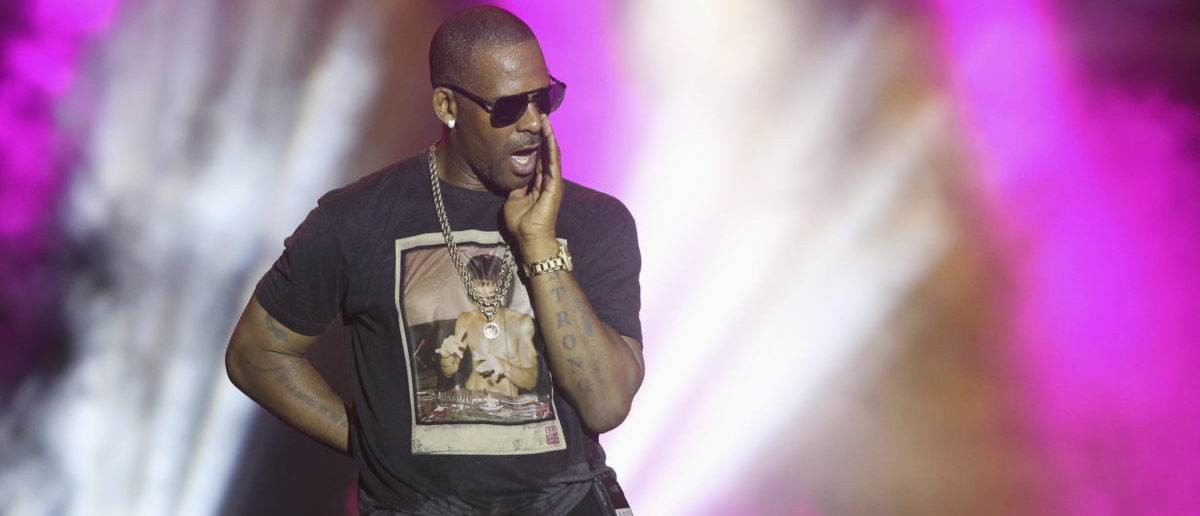 Singer R. Kelly talks to fans as he performs during the Red Light Concert series at the Hasely Crawford Stadium in Port-of-Spain, November 2, 2013. Picture taken November 2, 2013. REUTERS/Andrea De Silva