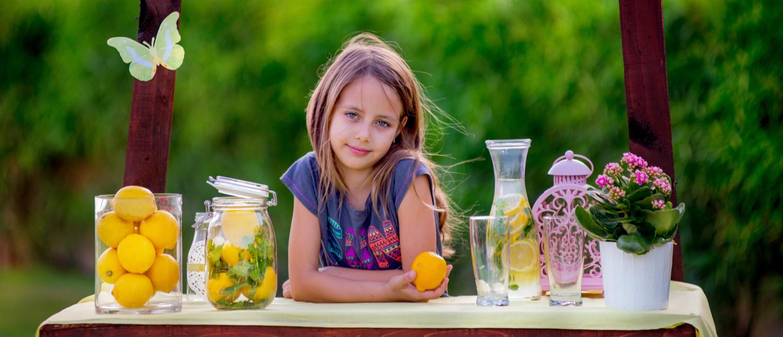Girl at a lemonade stand (Shutterstock/Nadia Leskovskaya)
