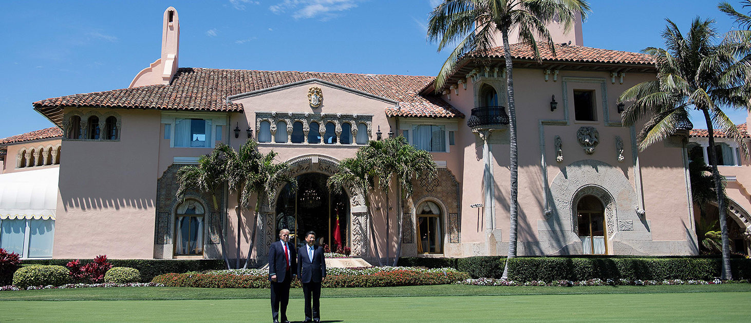 US President Donald Trump (L) and Chinese President Xi Jinping (R) pose together at the Mar-a-Lago estate in West Palm Beach, Florida, April 7, 2017. (PHOTO: Getty Images/AFP/JIM WATSON)
