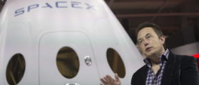 SpaceX CEO Elon Musk speaks after unveiling the Dragon V2 spacecraft in Hawthorne, California May 29, 2014. Space Exploration Technologies announced April 27, 2016, it will send uncrewed Dragon spacecraft to Mars as early as 2018, a first step in company founder Elon Musk's goal to fly people to another planet. (REUTERS/Mario Anzuoni/File Photo)