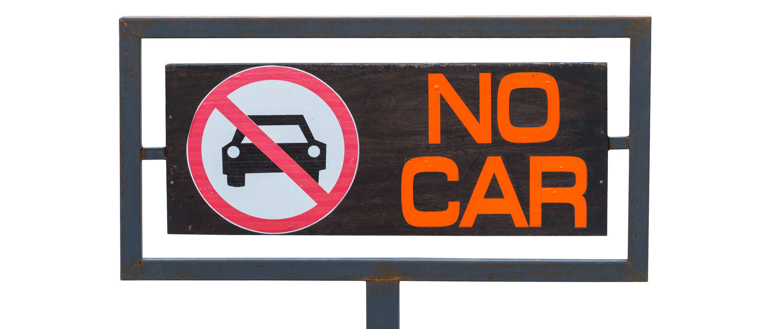 No cars allowed sign, Not parking in area. (Shutterstock/WeStudio)
