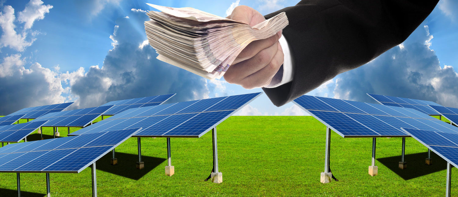 Investor pay for build solar farm (Shutterstock/pixbox77)