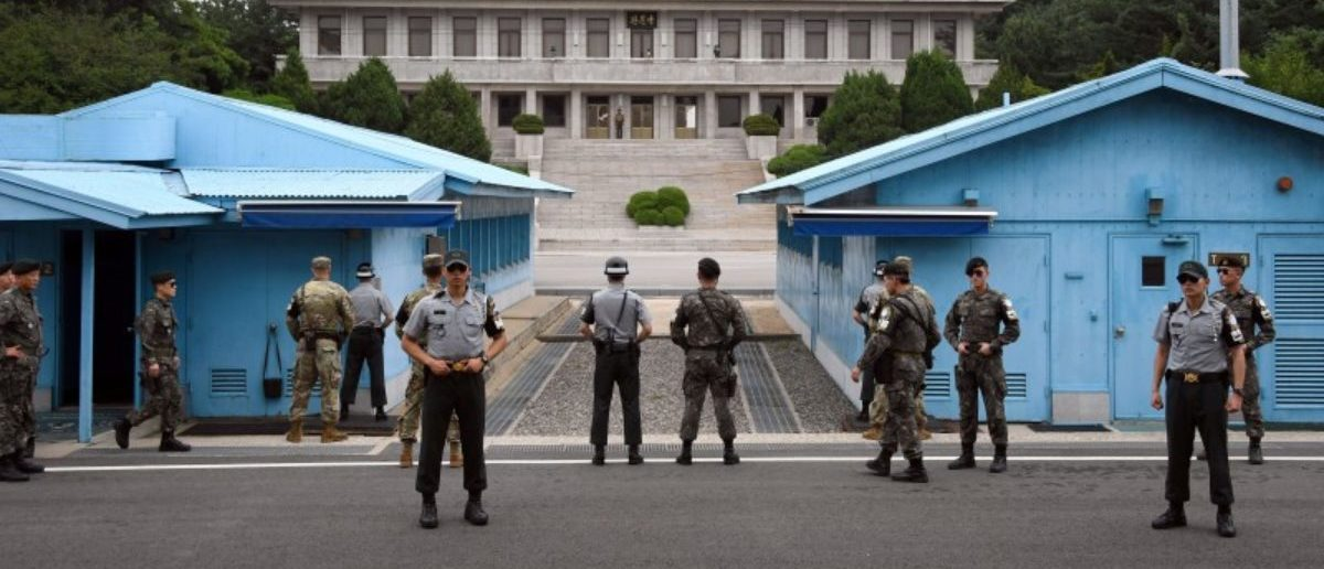 FILE PHOTO: South Korea and U.S. soldiers stand guard during a commemorative ceremony for the 64th anniversary of the Korean armistice at the truce village of Panmunjom in the Demilitarized Zone (DMZ) dividing the two Koreas July 27, 2017. REUTERS/Jung Yeon-Je/Pool