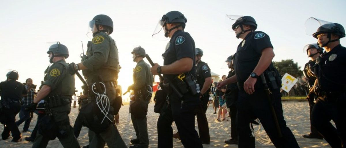 Police officers separate demonstators during an America First rally in Laguna Beach, California, U.S., August 20, 2017.REUTERS/Sandy Huffaker