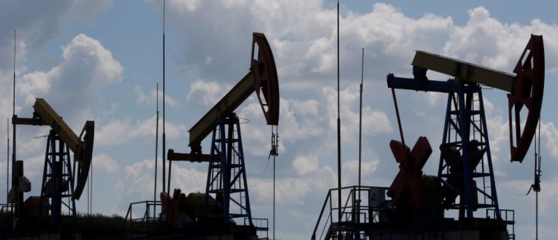 Pump jacks are seen at the Ashalchinskoye oil field owned by Russia's oil producer Tatneft near Almetyevsk, in the Republic of Tatarstan, Russia, July 27, 2017. REUTERS/Sergei Karpukhin