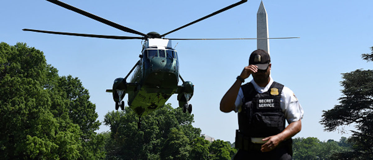 US President Donald Trump arrives on Marine One as a member of the Secret Service stands guard at the White House, on May 17, 2017 in Washington, DC. / AFP PHOTO / Olivier Douliery (Photo credit should read OLIVIER DOULIERY/AFP/Getty Images)