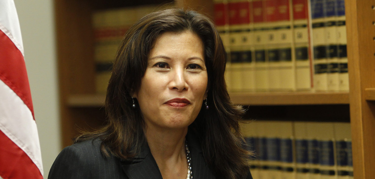 Sacramento appeals court justice Tani Cantil-Sakauye enters a news conference after being unanimously confirmed to become the state's next chief justice in San Francisco, California August 25, 2010. Cantil-Sakauye's name will now go on the ballot for the approval of voters in the November 2 election.   REUTERS/Robert Galbraith