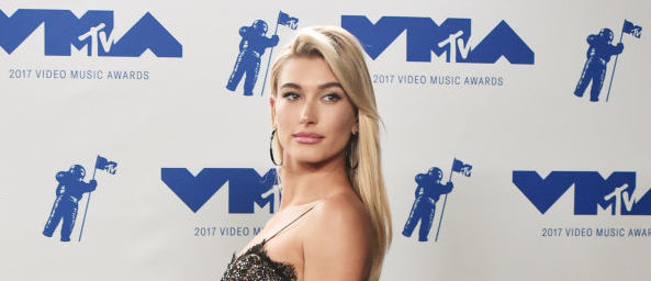Hailey Baldwin poses in the press room during the 2017 MTV Video Music Awards at The Forum on August 27, 2017 in Inglewood, California. (Photo by Alberto E. Rodriguez/Getty Images)