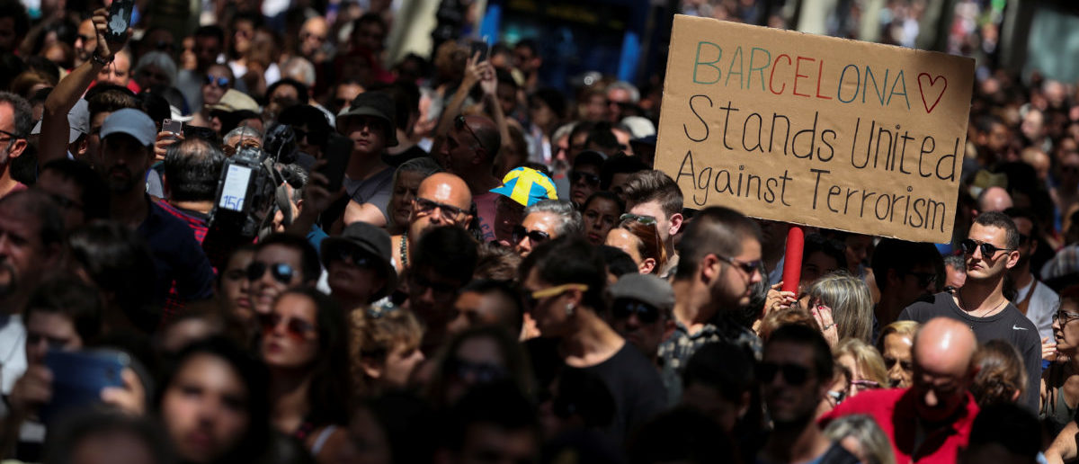 People march down Las Ramblas the day after a van crashed into pedestrians in Barcelona, Spain August 18, 2017. REUTERS/Sergio Perez