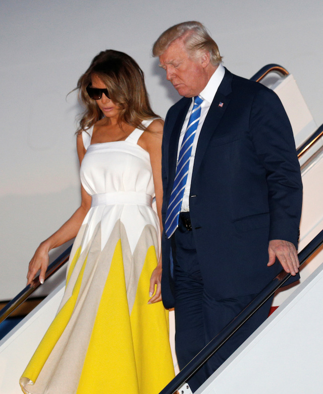 U.S. President Donald Trump arrives at Joint Base Andrews with his wife Melania in Maryland, U.S., August 20, 2017. REUTERS/Kevin Lamarque - RTS1CKX2