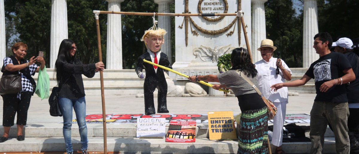 An activist hits a pinata of U.S. Republican presidential nominee Donald Trump during a protest at Hemiciclo a Juarez monument in Mexico City, Mexico, October 12, 2016. REUTERS/Edgard Garrido - RTSRZS0