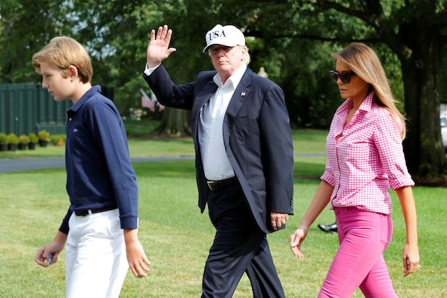 U.S. President Donald Trump waves as he with First Lady Melania Trump and their son Barron walk on South Lawn of the White House upon their return to Washington, U.S., from Camp David, August 27, 2017. REUTERS/Yuri Gripas - RTX3DKLL