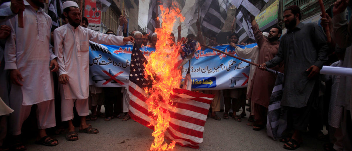 Supporters of terror group Jamaat-ud-Dawa burn the American flag in protest in Peshawar, Pakistan, May 27, 2016. REUTERS/Fayaz Aziz - RTX2EHZW