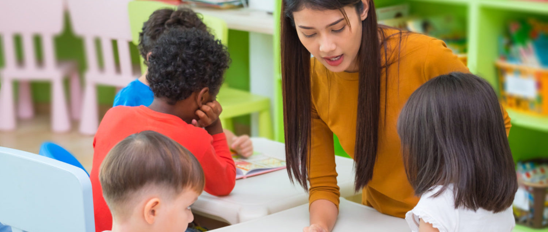 Teacher teaches students (Shutterstock/weedezign)