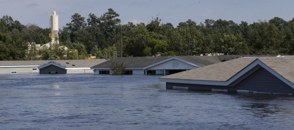 Submerged houses are seen by flood waters from Tropical Storm Harvey in Rose City, Texas, U.S., on August 31, 2017. REUTERS/Jonathan Bachman