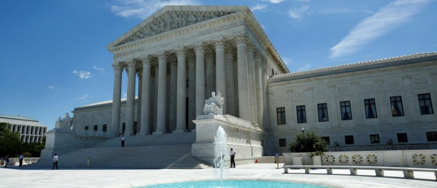 FILE PHOTO: The U.S. Supreme Court building is pictured in Washington, DC, U.S. on June 26, 2017. REUTERS/Yuri Gripas/File Photo