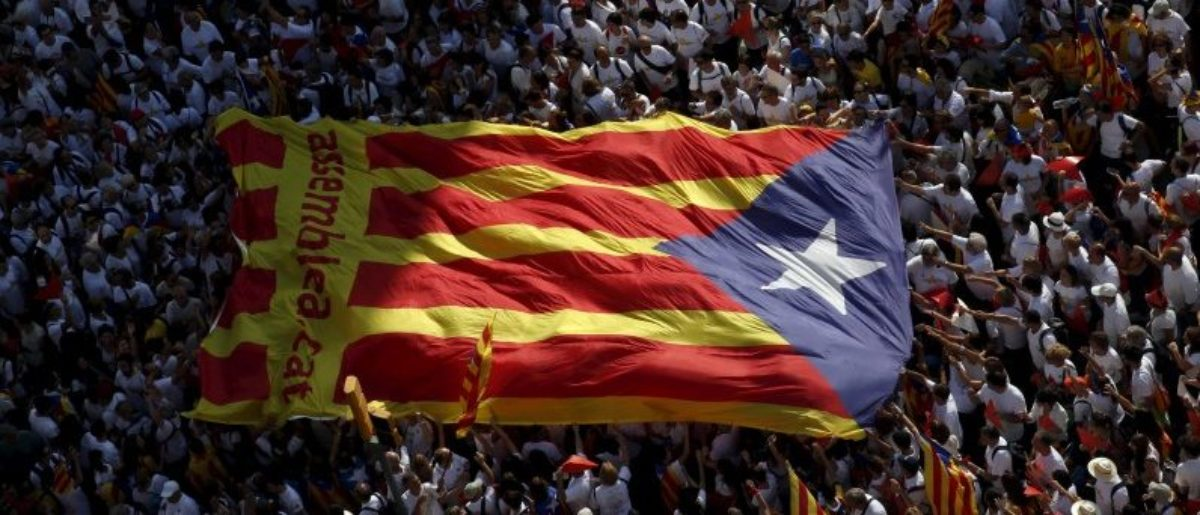"Catalan pro-independence supporters hold a giant ""estelada"" (Catalan separatist flag) during a demonstration called ""Via Lliure a la Republica Catalana"" (Way of Freedom for the Republic of Catalonia) on the ""Diada de Catalunya"" (Catalunya's National Day) in Barcelona, Spain, September 11, 2015. REUTERS/Albert Gea/File Photo"