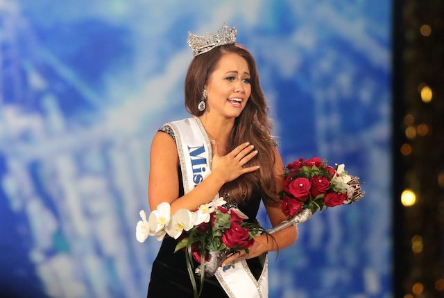 ATLANTIC CITY, NJ - SEPTEMBER 10: Newly crowned Miss America 2018 (Miss North Dakota 2017) Cara Mund celebrates during the 2018 Miss America Competition Show at Boardwalk Hall Arena on September 10, 2017 in Atlantic City, New Jersey. (Photo by Donald Kravitz/Getty Images for Dick Clark Productions)