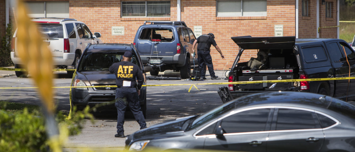 Police investigate a suspicious car in the parking lot of the Burnette Chapel Church of Christ on September 24, 2017 in Antioch, Tennessee. (Photo: Joe Buglewicz/Getty Images)