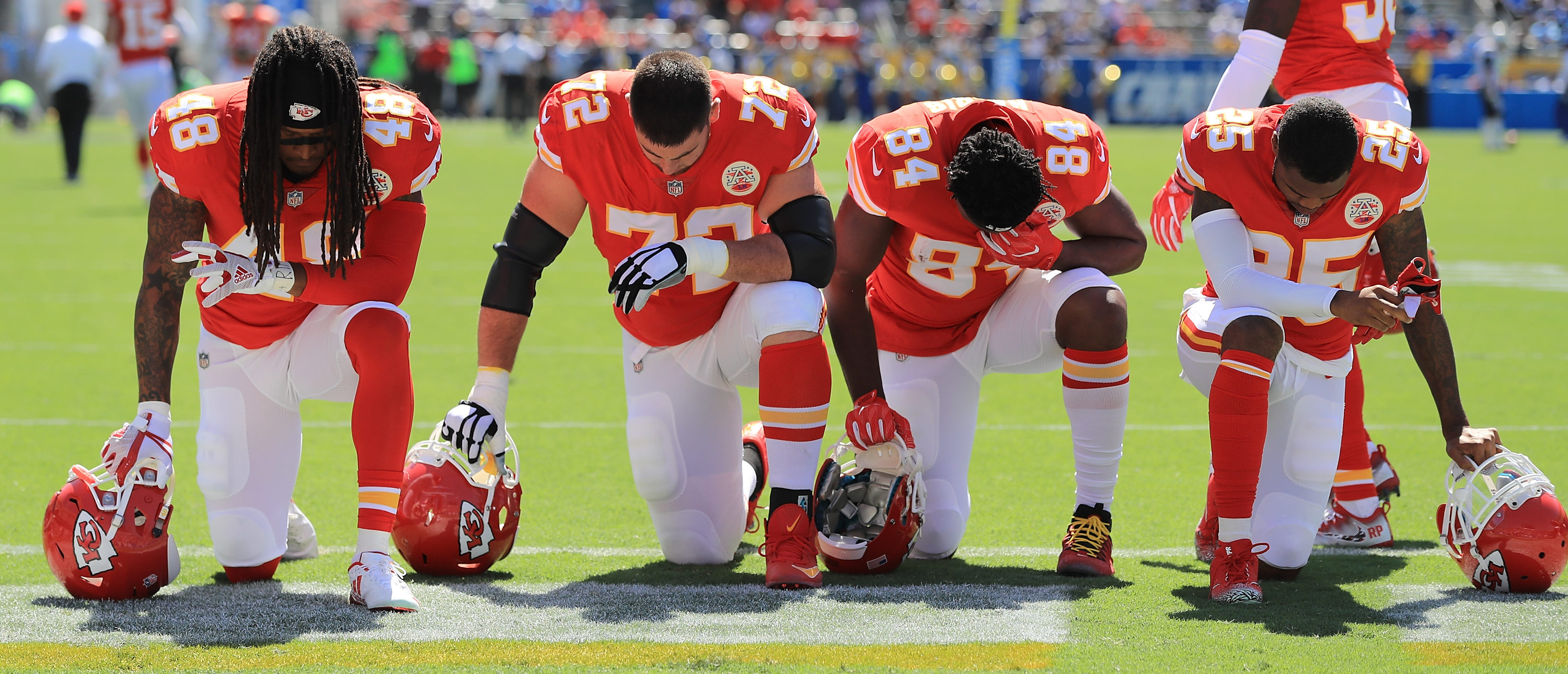Chiefs take a knee (Getty Images)