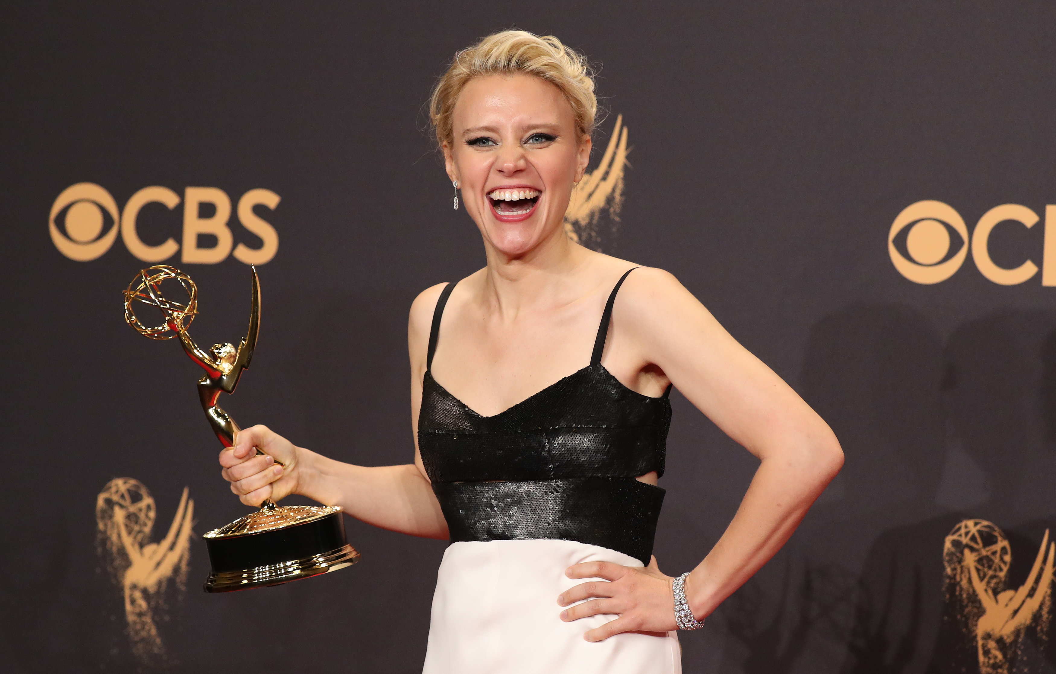 "Kate McKinnon holds her Emmy for Outstanding Supporting Actress in a Comedy Series for ""Saturday Night Live."" REUTERS/Lucy Nicholson"