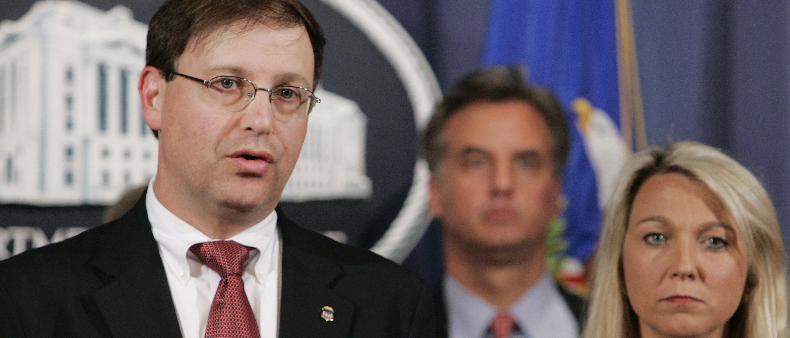 U.S. Attorney Chuck Rosenberg (L) is joined by Assistant Attorney General Alice Fisher (R) as they announce the indictment of Rep. William Jefferson (D-LA) on 16 counts of public corruption, including bribery, in Washington, June 4, 2007. Jefferson was indicted on Monday on 16 criminal counts for conspiring to solicit bribes and pay off a Nigerian official, with $90,000 of an intended bribe found hidden in his home freezer wrapped in aluminum foil. REUTERS/Larry Downing (UNITED STATES) - GM1DVKJIFZAA