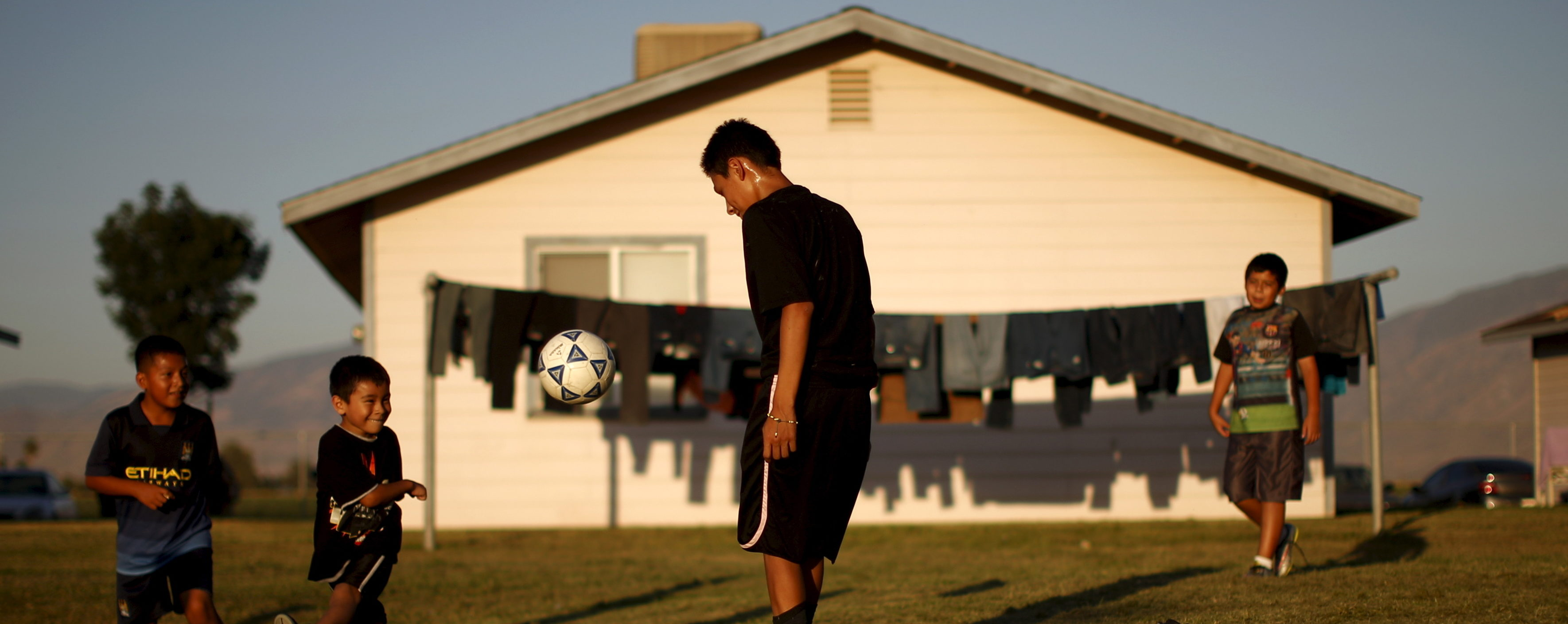 Children play soccer at a migrant farm labour housing center in Bakersfield, California, United States, July 23, 2015. California is in the fourth year of a catastrophic drought. Picture taken July 23, 2015. REUTERS/Lucy Nicholson