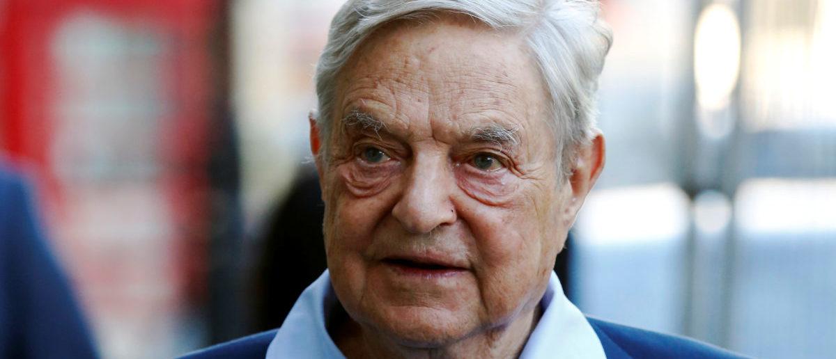 O magnate do negócio George Soros chega para falar no Open Russia Club em Londres, Grã-Bretanha 20 de junho de 2016. REUTERS / Luke MacGregor