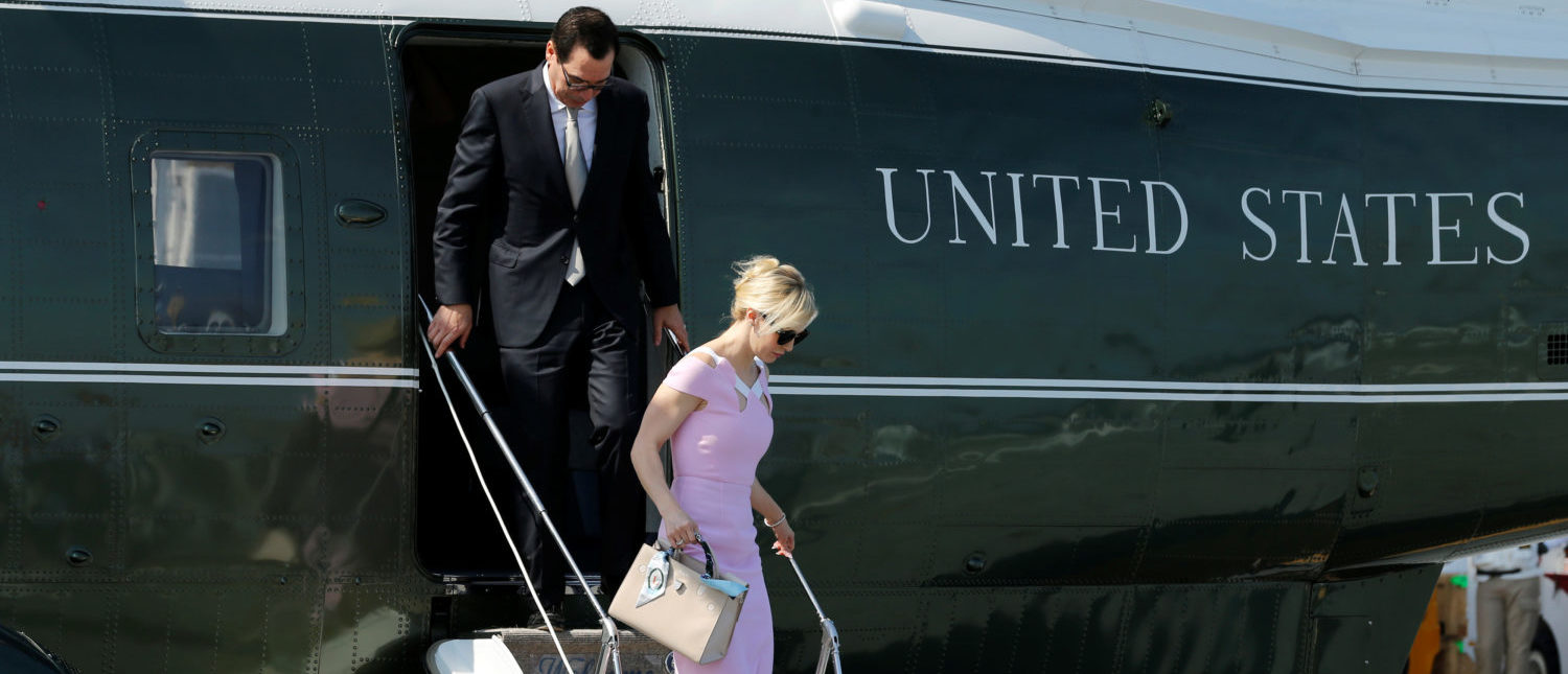 Treasury Secretary Steve Mnuchin and his wife Louise Linton exiting the Marine One helicopter July 22, 2017. (Photo: REUTERS/Jonathan Ernst/File Photo)