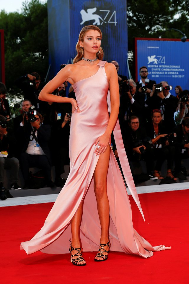 """Stella Maxwell poses as she arrives during a red carpet event for the movie """"Mother!"""" at the 74th Venice Film Festival in Venice, Italy, Italy September 5, 2017. REUTERS/Alessandro Bianchi - RC1D5993C950"""