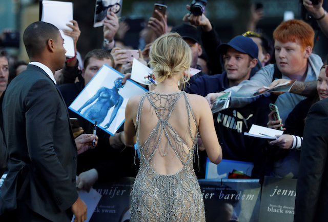 "Cast member Jennifer Lawrence signs autographs as she arrives for the UK premiere of ""Mother"" in London, Britain September 6, 2017. REUTERS/Peter Nicholls - RC1FFBADD1D0"